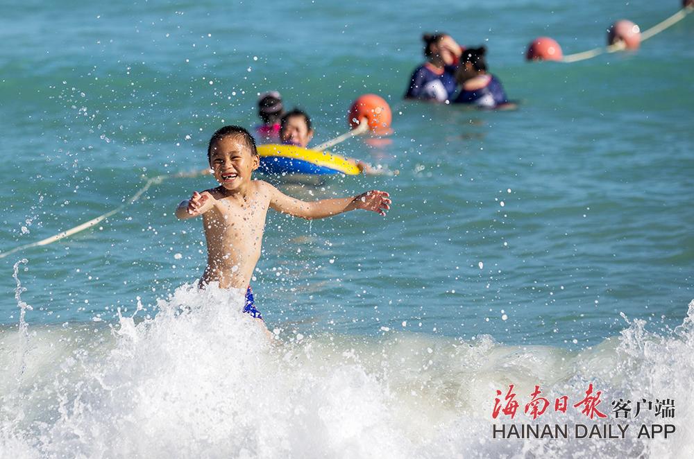 三亚暑期旅游市场持续升温 客流持续增长
