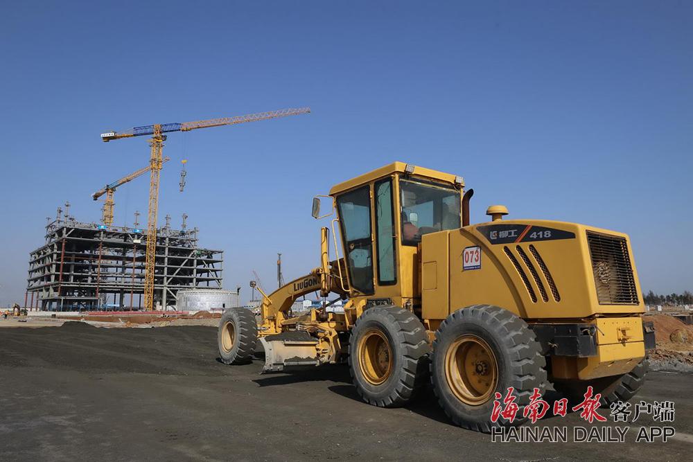 海口江东新区起步区路网28条道路全面施工 已完成70%