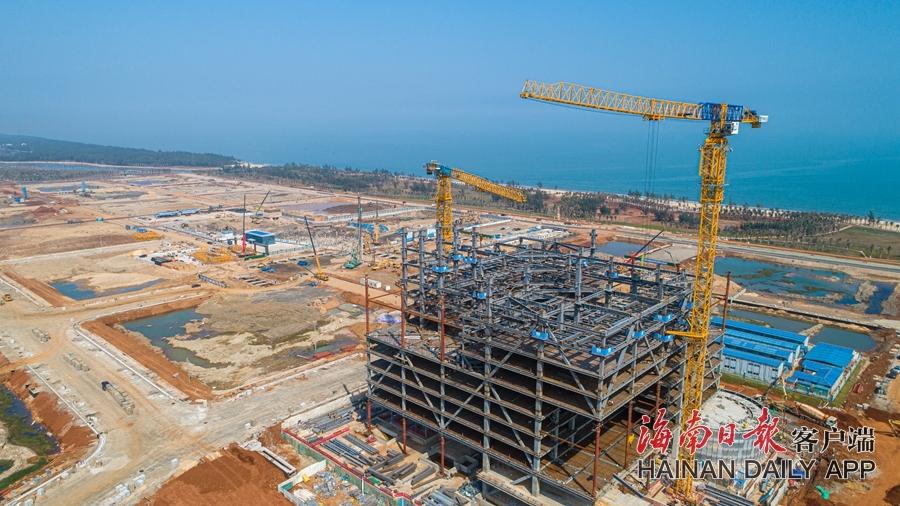 海南国际能源中心项目开足马力施工忙
